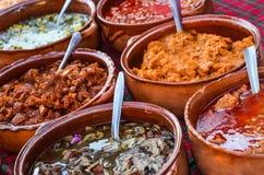 Köstliche Mexikanereintopfgerichte lizenzfreie stockfotos