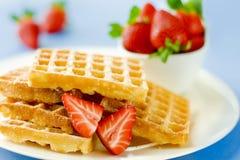 Köstliche Oblaten mit Erdbeere Lizenzfreies Stockfoto