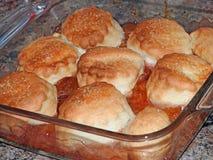 Köstliche Pflaumen- und Apfelschustertorte Stockbild
