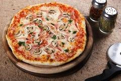 Köstliche Pizza Stockbild