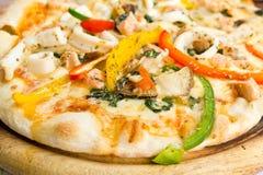 Köstliche Pizza der Nahaufnahme mit essbaren Meerestieren Lizenzfreie Stockfotos