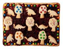 Köstliche quadratische Torte mit Biskuiten. stockbilder