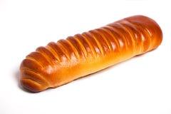 Köstliche süße Rolle des frischen Brotes auf einem weißen Hintergrund Stockbild
