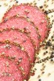 Köstliche Salami und Pfeffer Stockfotografie