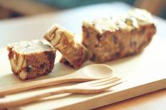 Köstliche Scheibe des Frucht-und Nuss-Kuchens Stockfoto