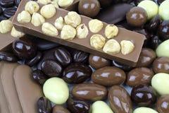 Köstliche Schokoladenmischung mit Nüssen Stockfoto