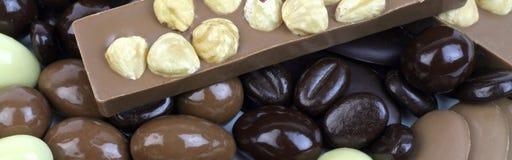 Köstliche Schokoladenmischung mit Nüssen Stockfotos