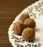 Köstliche Schokoladentrüffeln Stockfotos