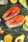 Köstliche Steaks der frischen Fische, Lachse, Forelle Saubere und geschmackvolle Nahrung stockfotos