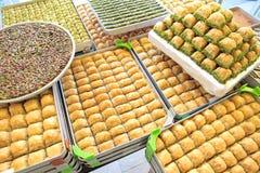 Köstliche türkische Bonbons und Baklava lizenzfreie stockbilder