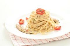Köstliche Teigwaren wie Spaghettis überstiegen mit der Soße von Meer mant Lizenzfreie Stockfotos