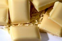 Köstliche weiße Schokoladentablette mit weißem Hintergrund lizenzfreies stockfoto