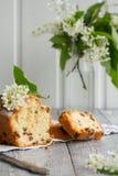 Köstliche Wiener Waffeln mit Zusammensetzung Eis creamon Untertasse im Frühjahr auf hölzernem Hintergrund Stockfotografie