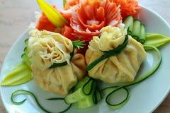 Köstliche wohlriechende Pfannkuchen auf Frühstück Stockbild