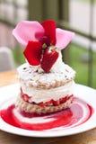 Köstlicher Erdbeerekurzschlußkuchen Stockfoto
