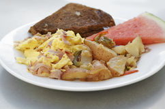 Köstlicher Feinschmecker gekochtes Frühstück stockfotografie