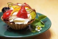 Köstlicher Fruchtkleiner kuchen Stockfotografie