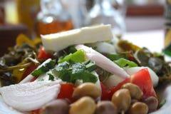 Köstlicher griechischer Salat mit Feta lizenzfreies stockfoto