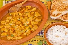 Köstlicher Hühnercurry mit Reis und pitta Brot Stockfotografie