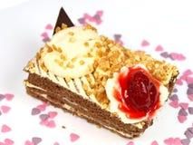 Köstlicher Kuchen auf weißem Hintergrund Stockfotografie