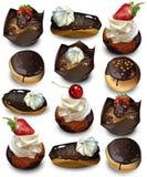 Köstlicher Kuchenmuster Vektor realistisch Muffin, kleine Kuchen und eclaires vektor abbildung