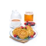 Köstlicher Maispfannkuchen mit frischen Beeren Lizenzfreies Stockbild