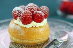 Köstlicher Nachtisch des Rum-Kuchens lizenzfreies stockfoto