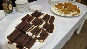 Köstlicher Nachtisch, Süßigkeiten, Bonbons u. Früchte lizenzfreie stockfotos