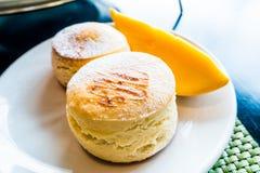 Köstlicher Scone mit frischer Mango Lizenzfreies Stockfoto