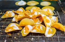 Köstlicher thailändischer Straßennachtisch, Kanom Buang, thailändischer knusperiger Pfannkuchen oder thailändischer Krepp, mit Vi Lizenzfreie Stockfotos