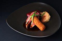 Köstliches Abendessen Entenbrust eines kromesk von einer Entenbeinpflaume Stockfotos