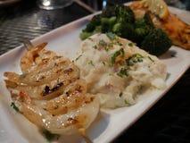 Köstliches Abendessen an Grill und an Bar Applebees Lizenzfreie Stockfotos