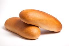 Köstliches frisches Brot auf einem weißen Hintergrund lizenzfreies stockfoto