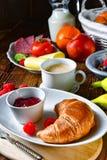 Köstliches Hörnchenfrühstück Lizenzfreie Stockbilder