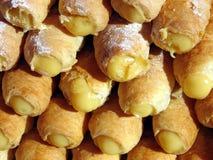 Köstliches italienisches Gebäck mit Sahne Stockfotografie