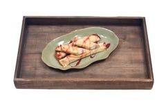 Köstliches Käse blintz auf grüner Platte Stockbilder