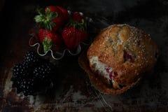 Köstliches Muffin der Beere stockfotografie