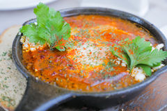 Köstliches Quinoa shakshuka mit Ei, für gesunde Mahlzeit stockbild
