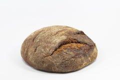 Köstliches rundes Roggenbrot lokalisiert auf einem weißen Hintergrund Ganze frische gesunde Backwaren Nützlich für strenge Vegeta Stockfotografie