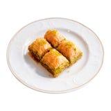 Köstliches türkisches Nachtisch-Baklava auf einem weißen Hintergrund Stockbilder