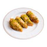 Köstliches türkisches Nachtisch-Baklava auf einem weißen Hintergrund Stockfoto