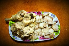 Köstliches und geschmackvolles Mischhuhn und Schweinefleisch für Abendessen stockfoto