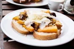 Köstliches vegetarisches Frühstück Stockfotos