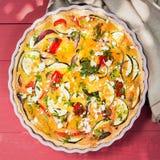 Köstliches wohlschmeckendes Törtchen mit Auberginen und Käse Stockfotografie