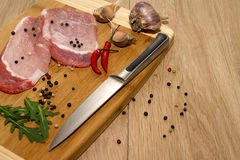 Kött, grönsaker och kryddor för att laga mat matställen Royaltyfri Foto