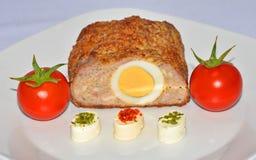 Kött med ägg och ost Royaltyfri Bild