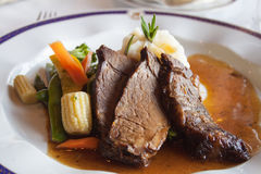 Kött med grönsaker Arkivfoton