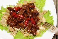 Kött med grönsaker och ris Arkivfoto