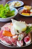 Kött och grönsak som är klara att grilla Royaltyfria Bilder