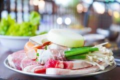 Kött och grönsak som är klara att grilla Fotografering för Bildbyråer